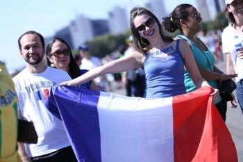 Disputa entre França e Nigéria anima torcida em Brasília. Turistas e  brasilienses fazem a festa durante partida no Mané Garrincha 9c84384199da3